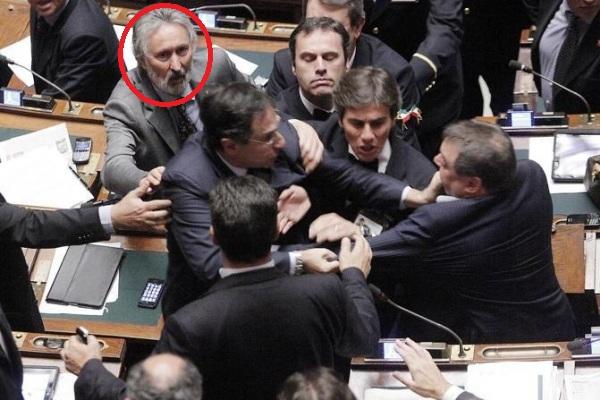 Dammi l anello memoriale complessi postmoderni in for Parlamentari italiani